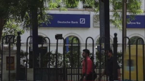 Deutsche Bank axes key executives