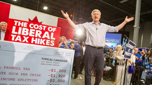 Conservative leader Stephen Harper speaks to supporters at a rally in London, Ontario on October 13, 2015