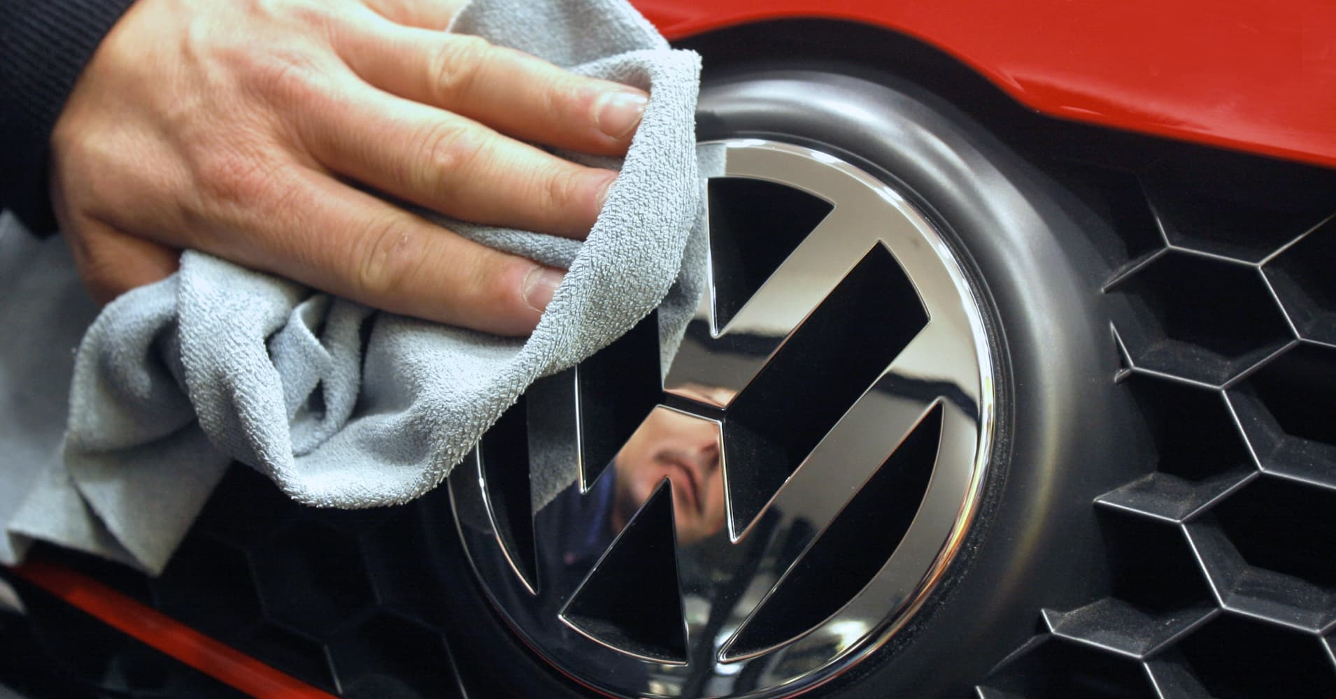 cnbc.com - Volkswagen to spend 44 billion euros on electric, autonomous cars by 2023