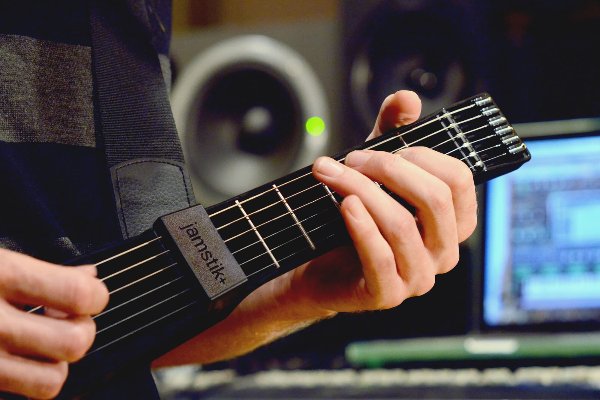 Smart Guitar Strikes A New Chord