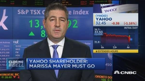 Yahoo investor: Mayer needs to go