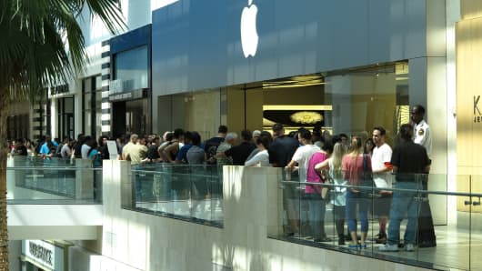 Crowds line up to purchase the new Apple iPhone 6 and iPhone 6 Plus at Westfield Topanga mall in Canoga Park, California.