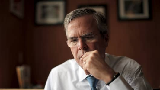 Republican presidential candidate Jeb Bush's campaign reported to be cutting campaign costs.