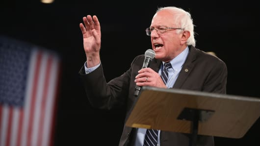 Democratic presidential candidate Sen. Bernie Sanders (I-VT) speaks to guests at the Jefferson-Jackson Dinner on October 24, 2015, in Des Moines, Iowa.