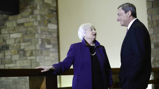 Janet Yellen speaks with Mario Draghi at the Jackson Hole economic symposium in Wyoming.