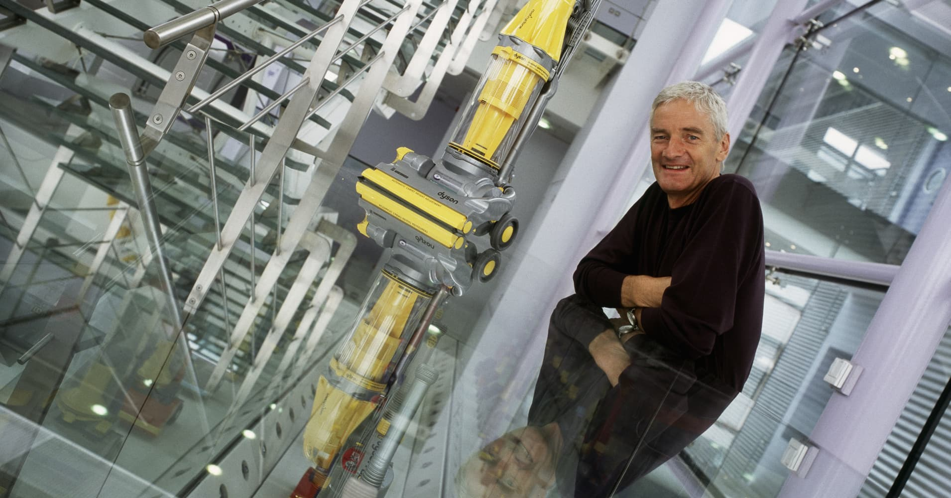 Dyson bets on electric cars to shake up industry