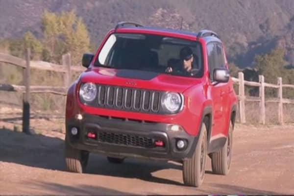 Fiat Chrysler recalling 894K SUVs