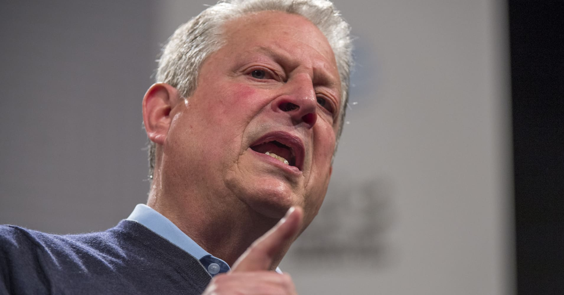 the issues of vice president al gore on small businesses and minority small businesses Airport restaurant contract scrutinized businesses, the minority insiders in bill clinton and former vice president al gore at his.