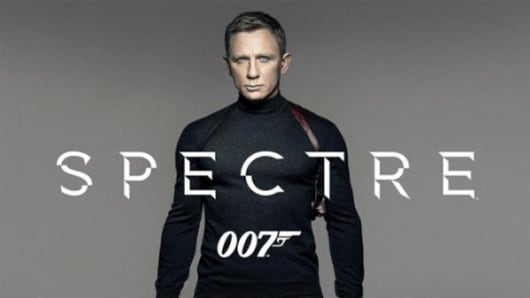 Daniel Craig in James Bond 007 Spectre wearing a N. Pearle sweater.