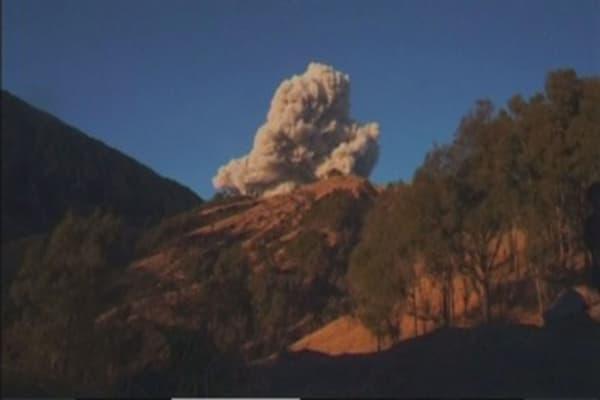 Volcanic eruption stranding Bali travelers