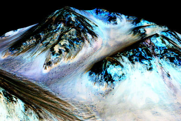 Streaks on Mars's Hale Crater could indicate seasonal water flow on the planet.
