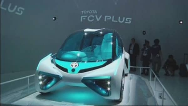 Toyota, Honda betting on hydrogen fuel-cell cars