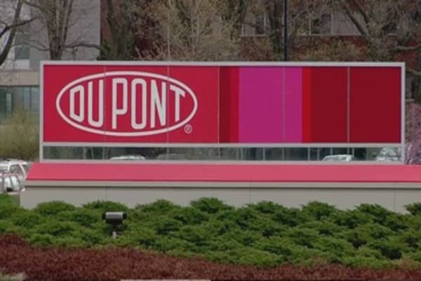 DuPont holding talks with Syngenta and Dow Chemical