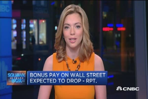 Bonus pay on Wall Street expected to drop: Report