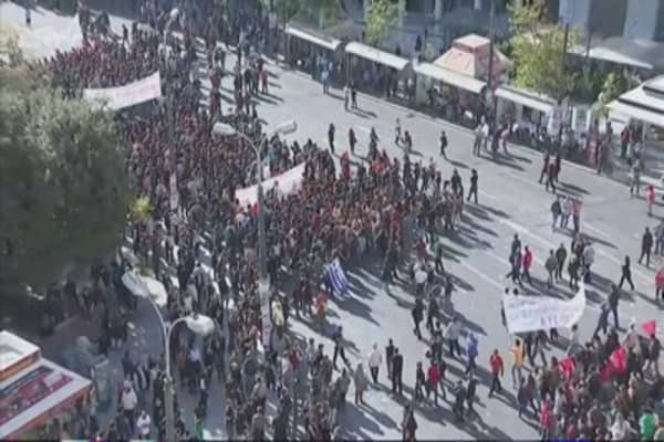 Greece police try to maintain anti-austerity protest