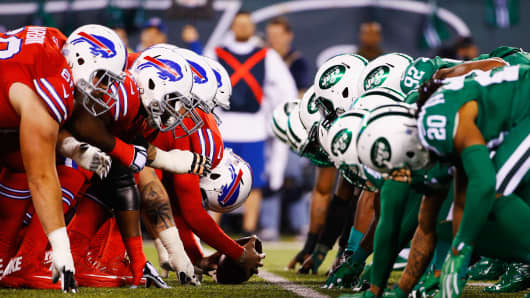 The New York Jets and the Buffalo Bills line up during their game at MetLife Stadium on November 12, 2015 in East Rutherford, New Jersey.