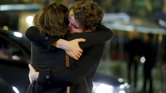 People hug on the street near the Bataclan concert hall following fatal attacks in Paris, France, November 14, 2015. Gunmen and bombers attacked busy restaurants, bars and a concert hall at locations around Paris on Friday evening, killing dozens of people in what a shaken French President described as an unprecedented terrorist attack.