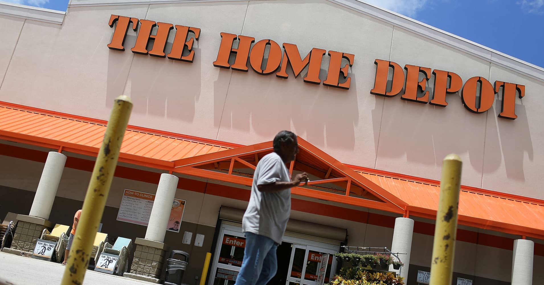 Home Depot Employees To Get Up To 1000 Bonus Due To Tax Reform
