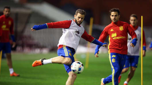 Spain's Nacho Fernandez takes part in a training session on November 16, 2015 in Brussels, on the eve of an UEFA Euro 2016 friendly football match against Belgium.