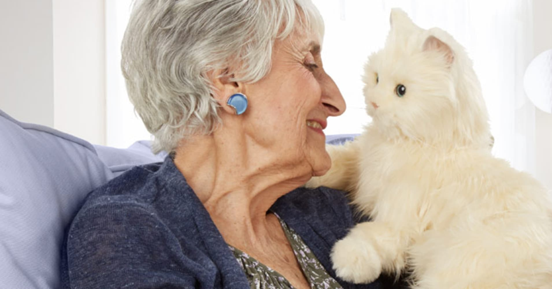 Toys For Elderly : Lifelike robotic cats are now toys for seniors