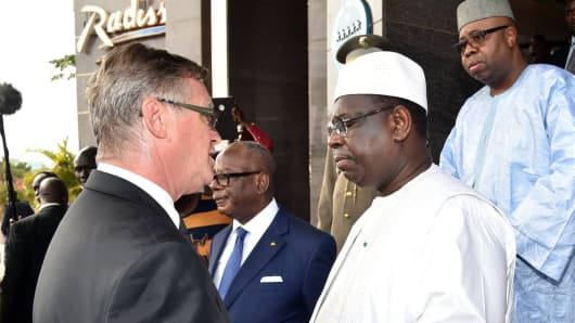 Senegalese President Macky Sall (2nd-R) shakes hands with Radisson Blu hotel director Gary Ellis next to Malian President Ibrahim Aboubacar Keita (C) and Malian prosecutor Boubacar Sidibe Samake (R) following a visit to the Radisson Blu hotel in Bamako on November 22, 2015 two days after a deadly attack.