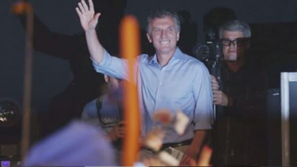 Mauricio Macri becomes president of Argentina