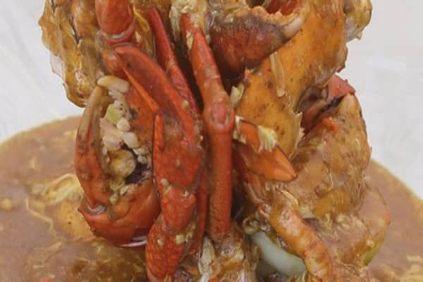 Singapore entices China with its chili crab dish