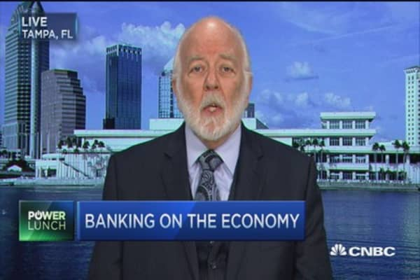 The Fed is strangling big banks and the economy: Bove