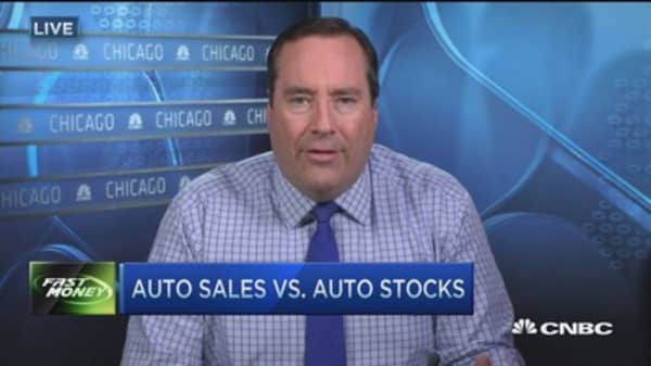 US November auto sales on pace for record year