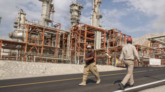 Iranian workers walk at a unit of South Pars Gas field in Asalouyeh Seaport, north of Persian Gulf, Iran November 19, 2015.