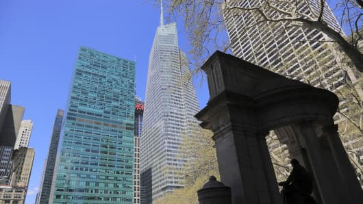 Skyline of midtown Manhattan with Bank of America Tower in the background from Bryant Park.