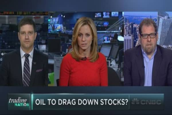 Can stocks rise as oil falls?