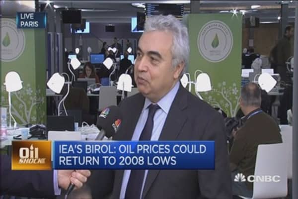 Oil to go lower in 2016: IEA