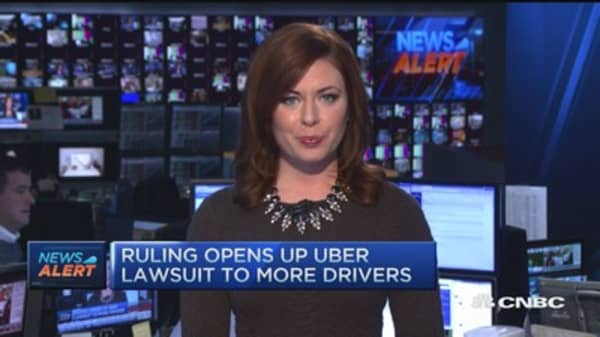 Ruling opens up Uber lawsuit to more drivers
