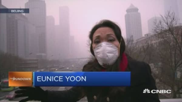 Here's what a red alert on Beijing's smog looks like