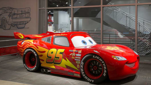 Cars Mechanical Institute, Lightning McQueen.