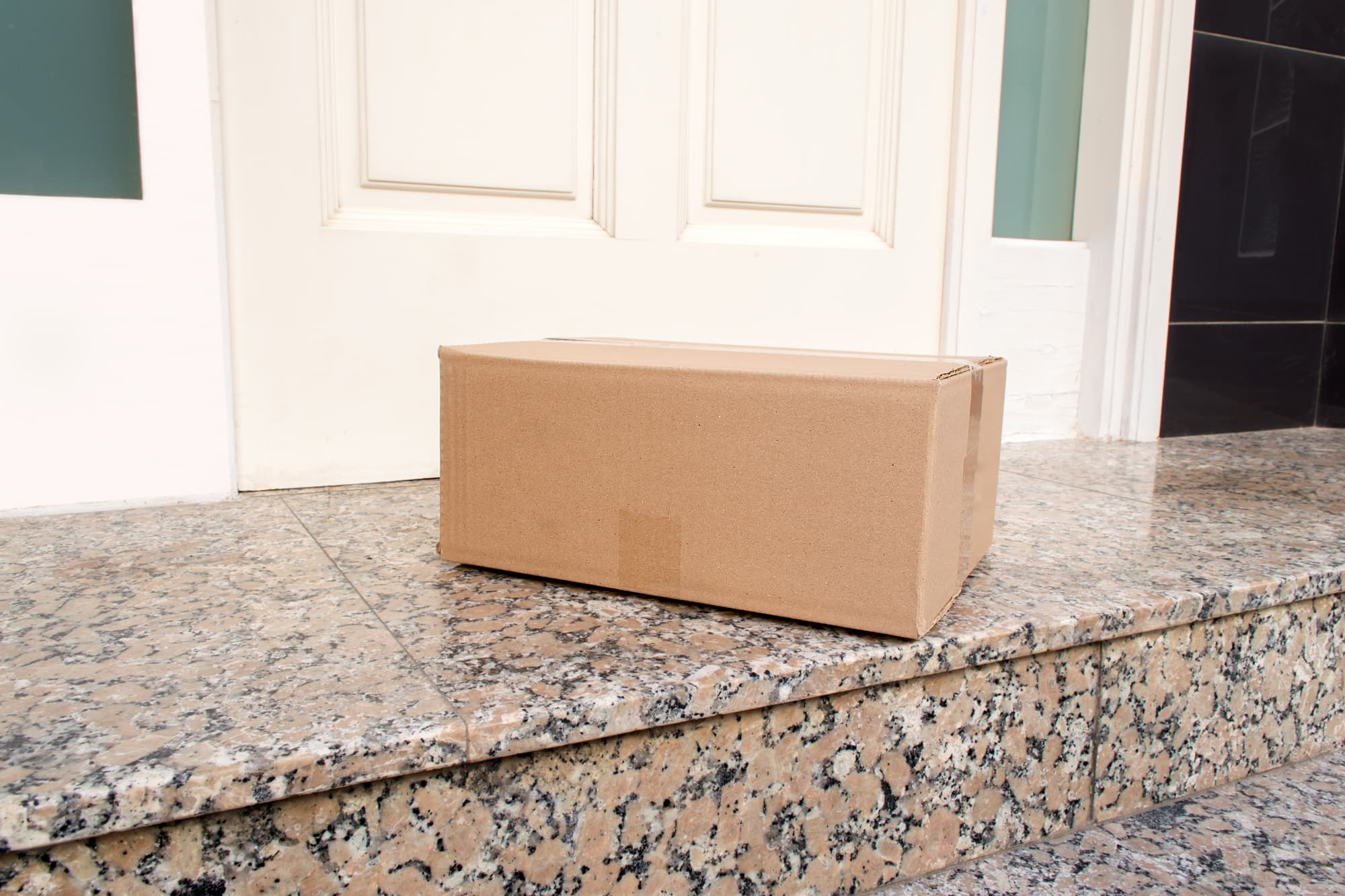 \u0027Porch pirates\u0027 stealing people\u0027s holiday deliveries & Porch pirates\u0027 stealing people\u0027s holiday deliveries