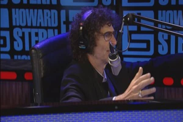 Radio icon Howard Stern inks 5-year deal