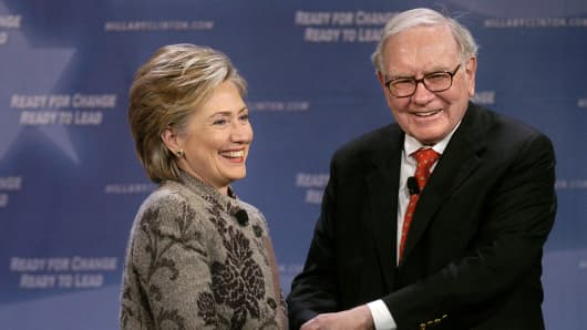 Democratic presidential candidate Hillary Clinton and Warren Buffett.