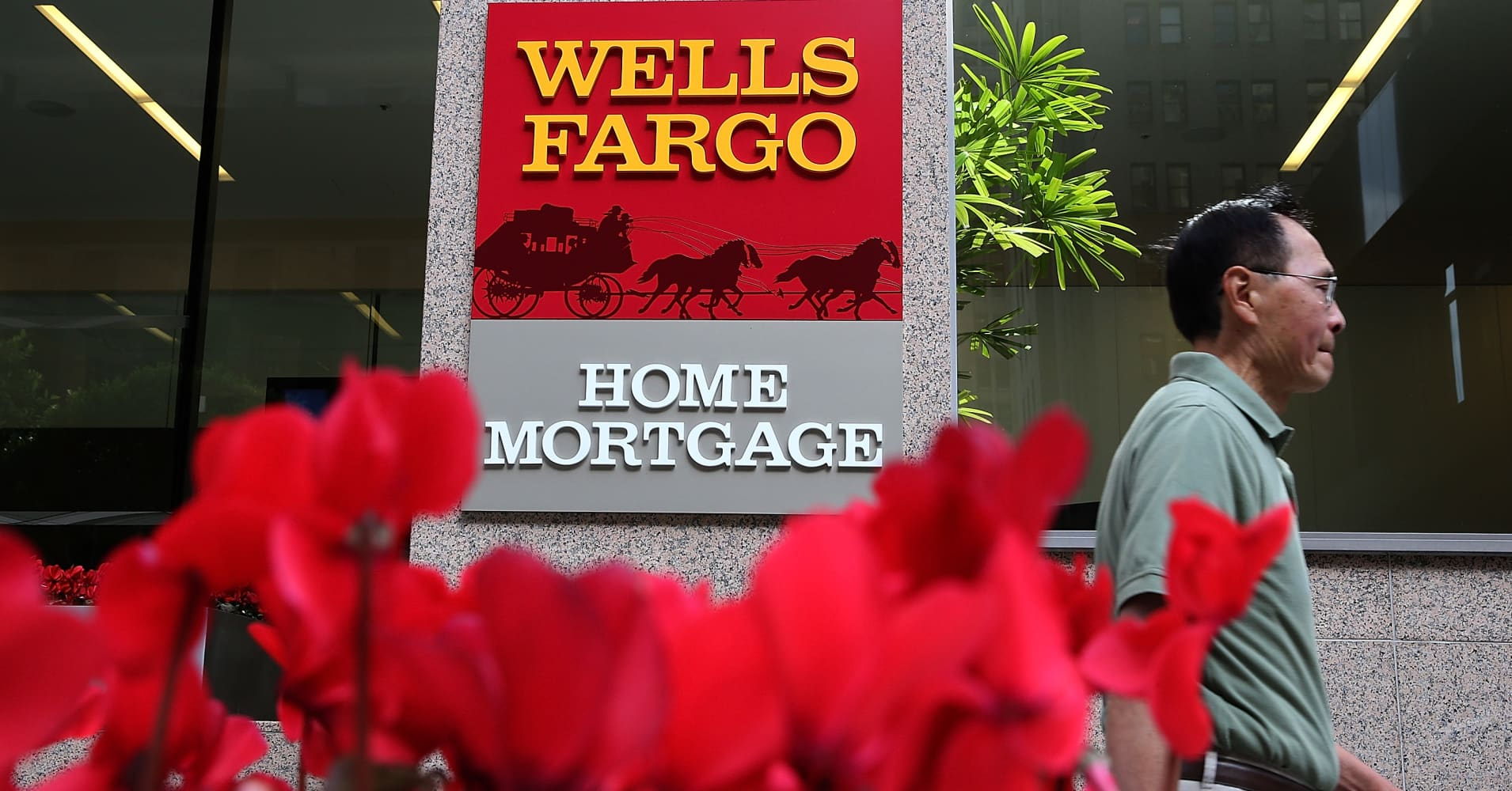 Wells Fargo accidentally foreclosed on hundreds of homeowners 1