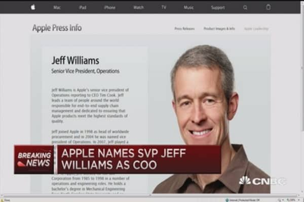 Apple names new COO