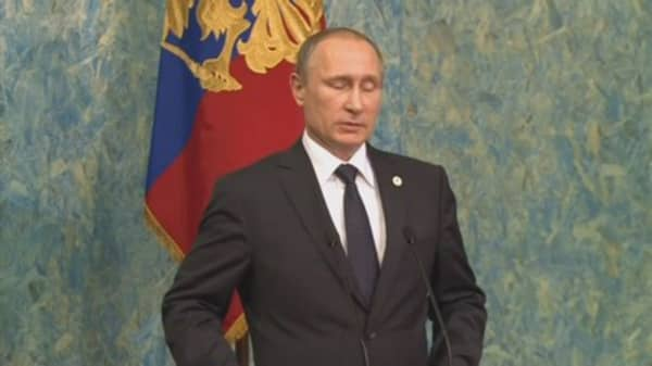 Putin gives Donald Trump a glowing review