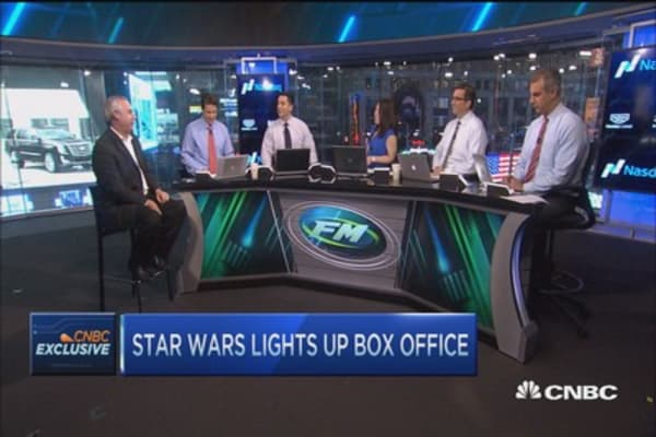 Star Wars lights up the box office