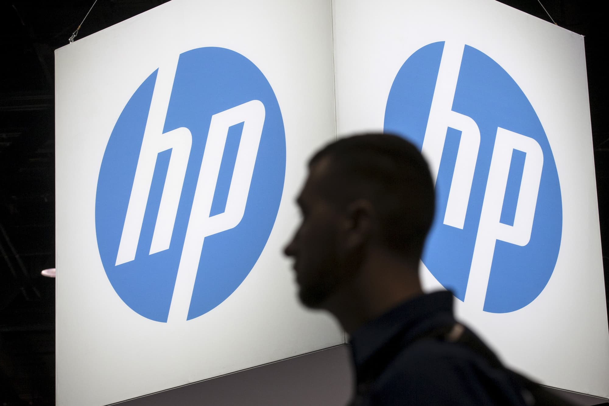 Hp Reports Fy Q1 Earnings