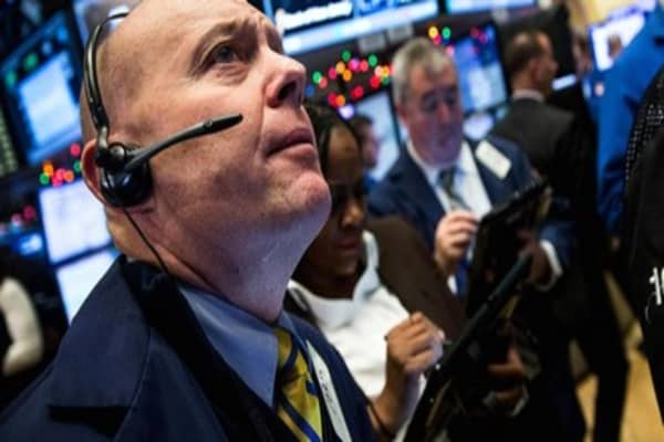 Wall Street hopes Christmas comes early