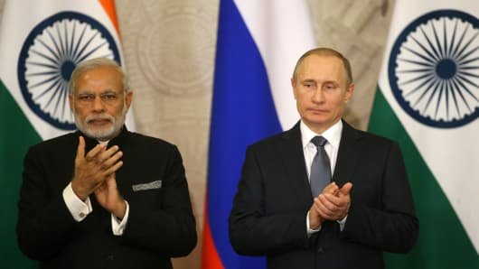 Russian President Vladimir Putin and Indian Prime Minister Narendra Modi applaud during their meeting in Grand Kremlin Palace, in Moscow, Russia, December,24, 2015.
