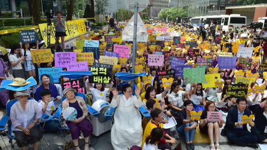 South Korean former 'comfort women' Kim Bok-Dong, Gil Won-Ok and Lee Yong-Soo, who were forced to serve as sex slaves for Japanese troops during World War II, attend a protest with other supporters to demand Tokyo's apology for forcing women into military brothels during World War II.