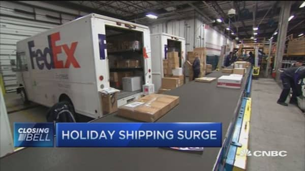FedEx stumbles with record shipping volumes