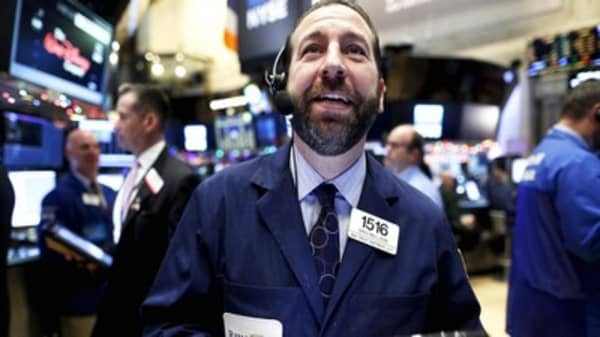 Traders listen for jingle of Santa Rally