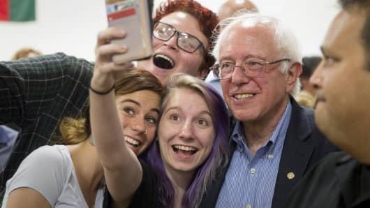 Bernie Sanders selfie